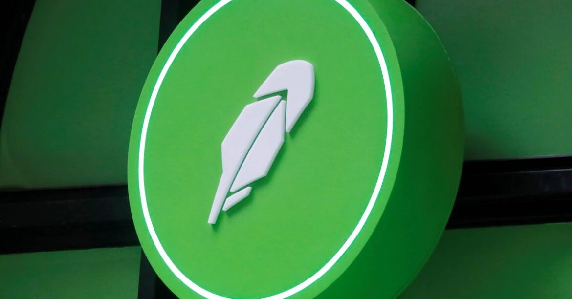 Robinhood turns higher on day after weak debut; Cathie Wood's Ark buys 1.3 mln shares